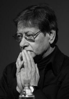 Mahmoud Darwish nothing pleases me